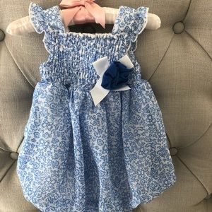 Other - Super sweet blue and white bubble romper